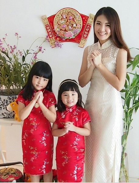 Samantha Lee and her daughters