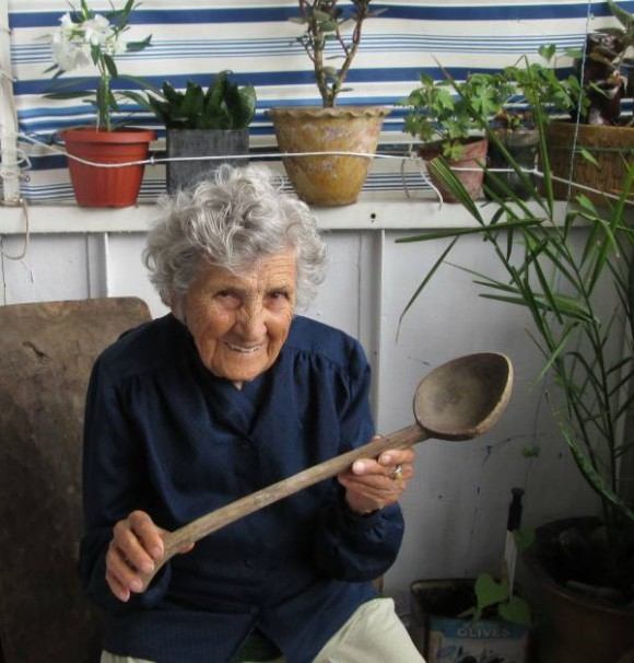 94-year-old-aunt-for-ad-modeling 3