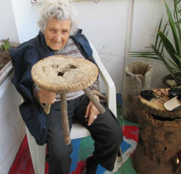 94-year-old-aunt-for-ad-modeling 6