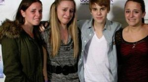Fans Emotions When They Meet Their Favorite Celebrities (28 pics)