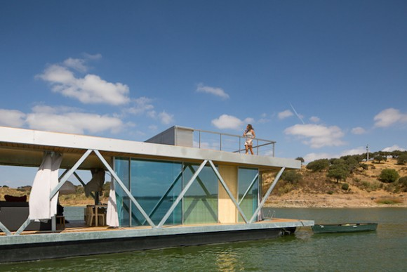 Solar-powered-floating-house 2
