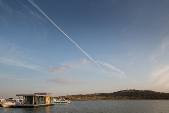 Solar-powered-floating-house 3