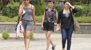 Some Places Women Can't Wear Jeans Or Leggings in India (4 Photos)